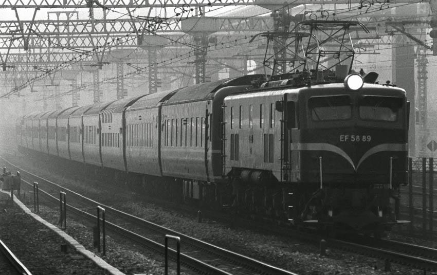 Ef5889